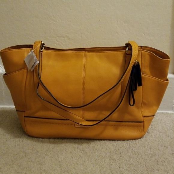 28d039e50846 Coach F23284 Park Leather Carrie Orange Shld Bag. NWT
